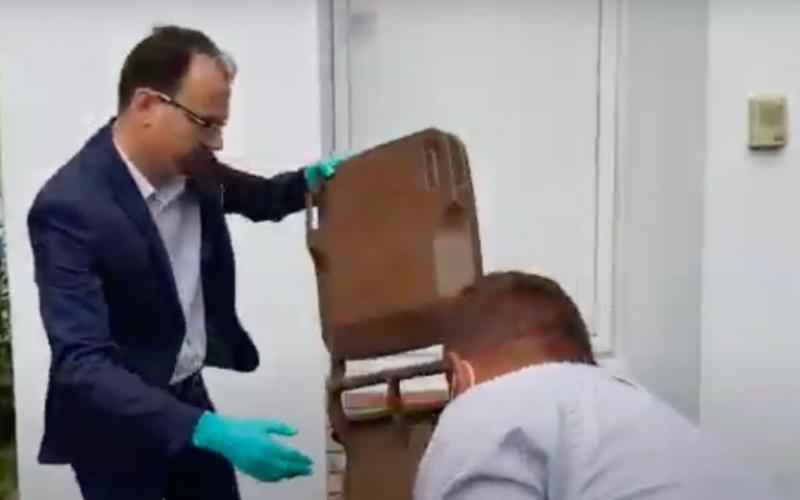 Incident! Din tomberonul cu gunoi aruncat de Polițeanu în fața Rosal a picat senatorul Marussi