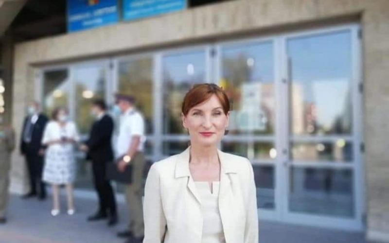 Mihaela Duță, noul director al APM Prahova, e însetată de motorină. Cam de trei plinuri pe zi.